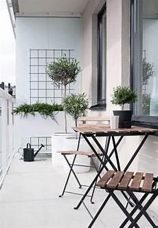 mobilier de balcon balcon outdoor white design mobilier plantes terrasse