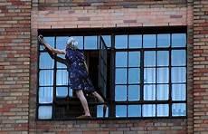 fenster putzen bilder the presurfer would you clean these windows