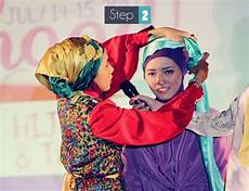 Gaya Jilbab Praktis Untuk Pesta Dpdianaputri