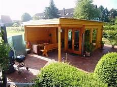 grillplatz gestalten bilder rustikales und modernes flachdach gartenhaus mit gro 223 em