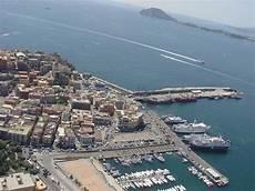 pozzuoli ischia porto traghetti incidente a pozzuoli coinvolti tre traghetti bloccati nel