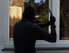 Wie Kann Ich Mein Haus Vor Einbruch Schützen - alarmanlagen vom profi denn einbrecher machen keine ferien