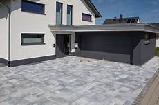 Garage Im Keller Einfahrt by Zufahrt Mit 220 Berdachung Haus Haus Mit Garage Garage