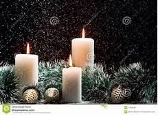 decorazioni natalizie con candele decorazioni di natale con le candele fotografia stock