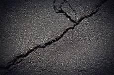 asphalt risse ausbessern asphalt 187 risse professionell ausbessern