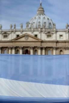 pastore illuminazione roma foto san pietro primo angelus di bergoglio fedeli in