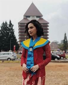 Model Kebaya Wisuda Artis Contoh Baju Adat