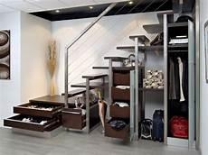 etagere sous escalier 10 solutions pour am 233 nager l espace sous l escalier