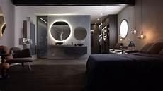 une salle de bain ouverte sur la chambre et le dressing