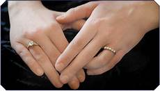 do you wear a wedding ring on the left or right hand wedding
