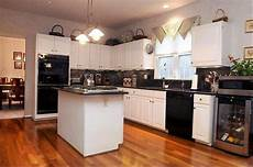 Kitchen Cabinet Colors With Black Appliances by Black Appliances Installed In The Traditional Kitchen