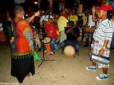 lo yo yo test 232 the kol 232 ktif paw 242 l a v 233 lo celebrated the musician s 88th