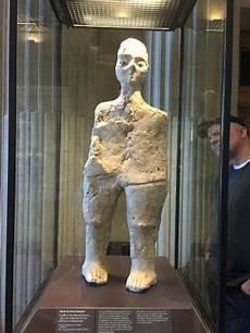 Was Ist Eine Muse - oldest work in the louvre 9 000 year statue