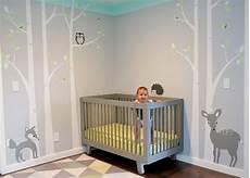 wandgestaltung babyzimmer junge wald kinderzimmer gestalten tipps f 252 r ein