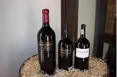 Gambar Botol Miras Anggur Merah