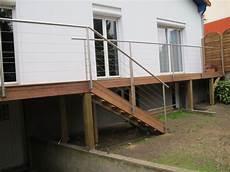 balcon en bois avec rambarde inox