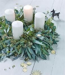 der frische adventskranz aus eukalyptus bild 2