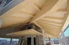 tetto a padiglione in legno tetto in legno lamellare mariana luigi srl