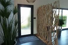 cloison de séparation en bois une cloison nature dans l entr 233 e entr 233 e couloir