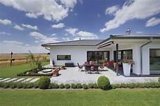 winkelbungalow mit garage winkelbungalow mit walmdach terrasse und loggia