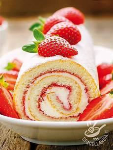 rotolo crema e fragole rotolo alla crema e fragole ricetta ricette dolci dolcetti e torte arrotolate