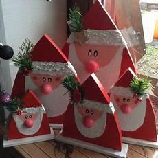 weihnachtsmänner aus holz selber machen weihnachtsm 228 nner nikol 228 use aus holz holz basteln