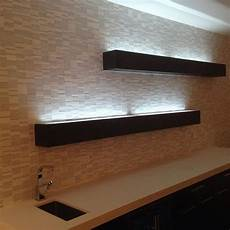 wandregal mit beleuchtung floating shelves with glass top with led lighting to