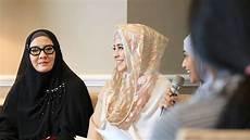 Model Jilbab Busana Syari Serta Pilihan Warnanya Ala