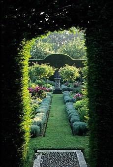 Dans Un Jardin Les Plantes Grimpantes Beaucoup D Id 233 Es Pour Le Jardin