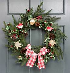 how to decorate a wreath with gisela graham