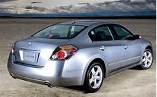 2007 nissan altima look motor trend
