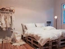 Europaletten Bett 160x200 - die 25 besten ideen zu bett aus paletten auf