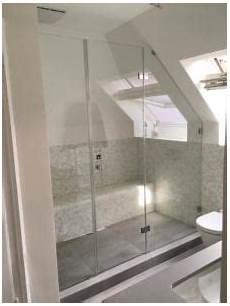 dusche in schräge dusche unter dachschr 228 ge eine elegante l 246 sung f 252 r den