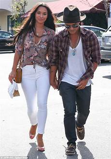bruno mars freundin bruno mars and his ride roller coasters at