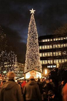 Malvorlagen Weihnachtsbaum Hamburg 4999 0450 Beleuchteter Weihnachtsbaum Tannenbaum Mit