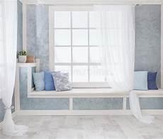 davanzale interno interno luminoso finestra con le tende davanzale bianco