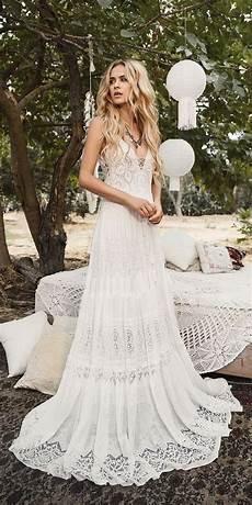 Brautkleid Boho Style - inbal raviv lace boho wedding dress wedding inspiration