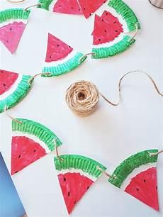 bastelideen sommer kindergarten pappteller bastelidee fruchtige melonen girlande f 252 r den
