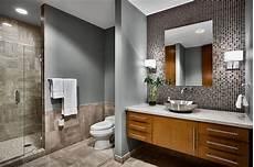 badezimmer grau badezimmer grau mit mosaikwand und spiegel f 252 r badezimmer