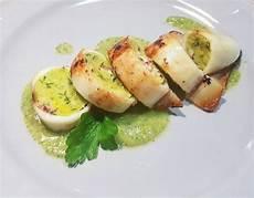Benedetta Rossi La Ricetta Dei Calamari Ripieni Da Fatto In Casa Per Voi Ultime Notizie Flash | calamari ripieni al forno su letto di crema di zucchine ricetta nel 2020 calamari zucchine