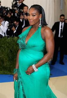 Serena Williams Is Glowing In Green At The Met