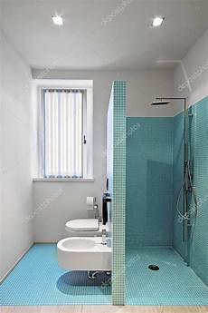 Mosaik In Der Dusche - gemauerte dusche im modernen badezimmer mit mosaik fliesen