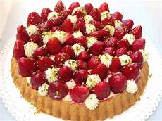 torta margherita con crema pasticcera e fragole elisabetta cuomo blog di pasticceria e rosticceria torta margherita con crema chantilly e fragole