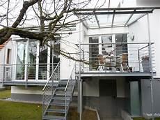 Terrassen Treppen In Den Garten - balkon terrasse mit treppe in den garten bauemotion de