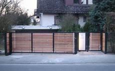 Modernes Tor Mit Holz Moderne Tore Tor Design Einfahrtstor