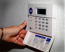 Adt Apartment Alarm Systems by Adt Uberwacht Home Security System Brandbek 228 Mpfung
