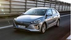 elektroauto hyundai ioniq zum quot wertmeister 2017 quot gek 252 rt