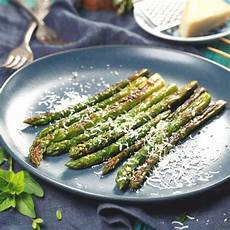 grüne spargel kochen gr 252 nen spargel zubereiten so geht s brigitte de