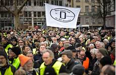 Kundgebung Gegen Fahrverbote Diesel Anh 228 Nger Protestieren