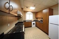 armadietti cucina cucina con gli armadietti la lavatrice ed il frigorifero
